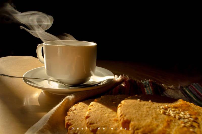 Cafe y champurradas - foto por Neels Melende