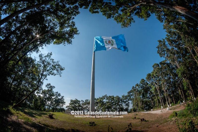 Monumento a la Bandera, interior Brigada Militar Mariscal Zavala - foto por Galas de Guatemala