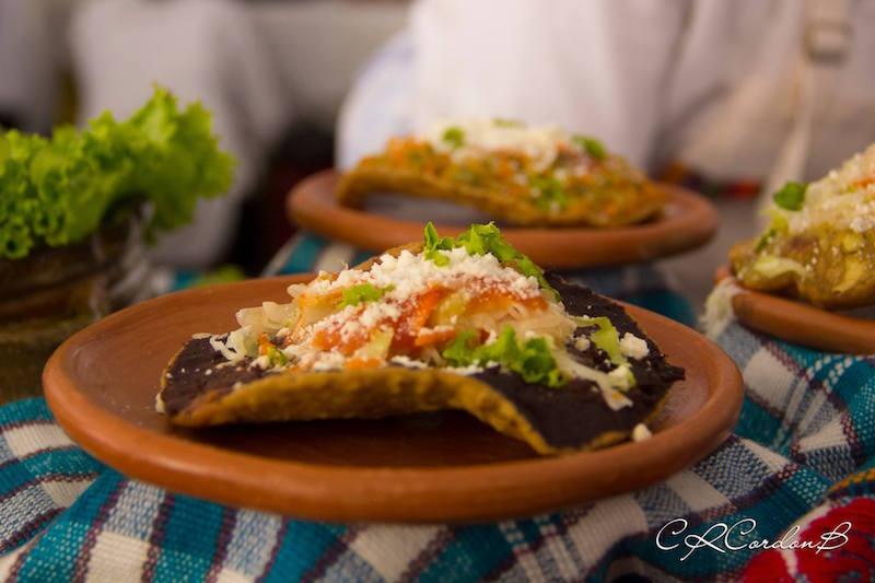 Tostadas con frijoles - foto: Carlos Cordon