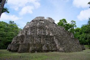Templo de Los Tableros, Yaxhá, Petén - foto: Rony Rodriguez