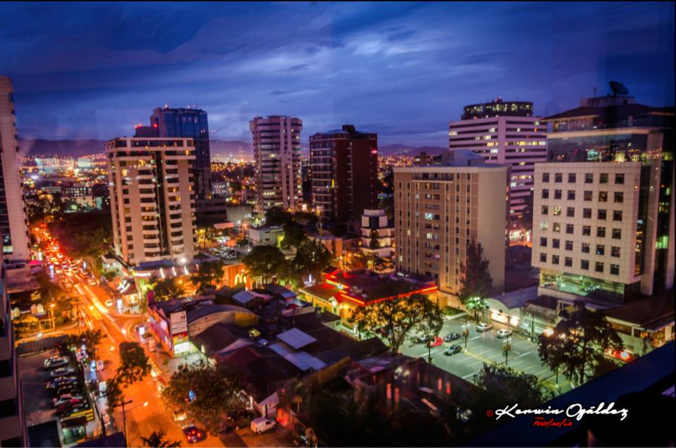 Ciudad de Guatemala - 13 Calle Zona Viva - foto por Kerwin Ogaldez