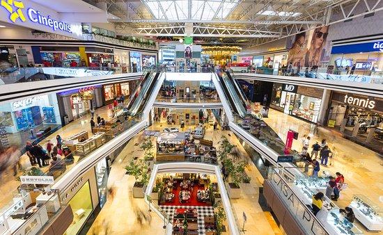 vista del interior de - Principales Centros Comerciales en el Departamento de Guatemala