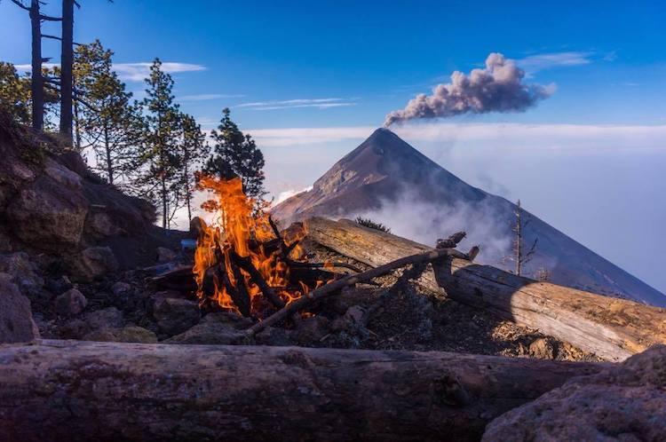 vista desde las faldas del acatenango volcan de fuego foto por alan reyes 2 - Guía de los volcanes de Guatemala