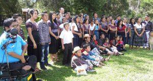 Se unen para componer canciones para niños en kaqchikel