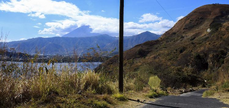 7 camino hacia abajo - Un recorrido por el Paseo del Lago Amatitlán