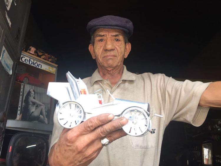 2018 04 13 photo 00000499 - El artista Anselmo Gámez construye carros clásicos con latas recicladas