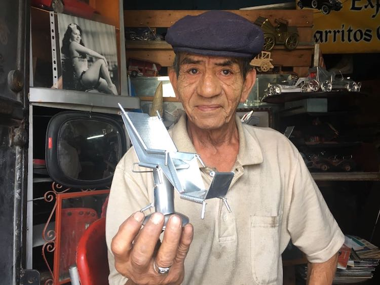 2018 04 13 photo 00000500 - El artista Anselmo Gámez construye carros clásicos con latas recicladas