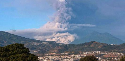 erupcion-volcan-de-fuego-guatemala-mundochapin