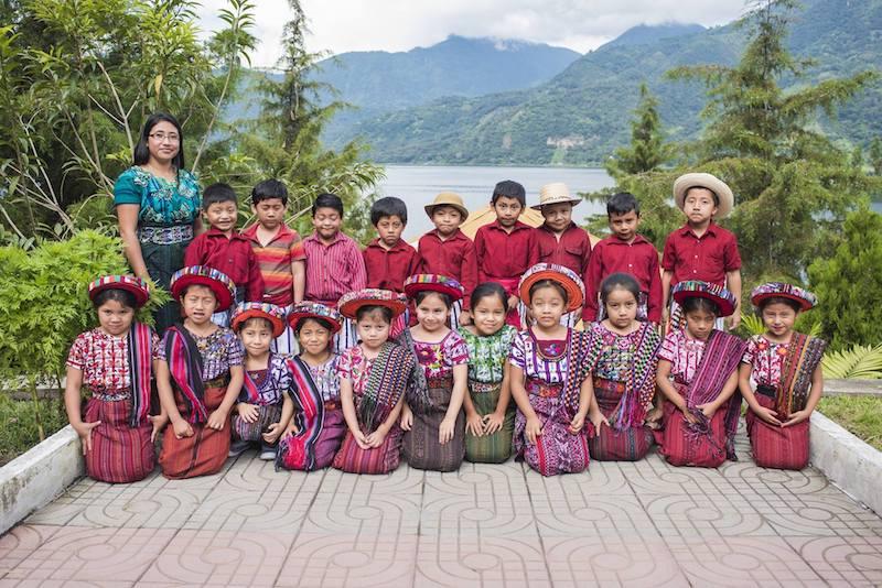 ninos guatemaltecos con sus trajes indigenas de solola foto por mario ajanel fotografia - Respeto al Traje Indígena