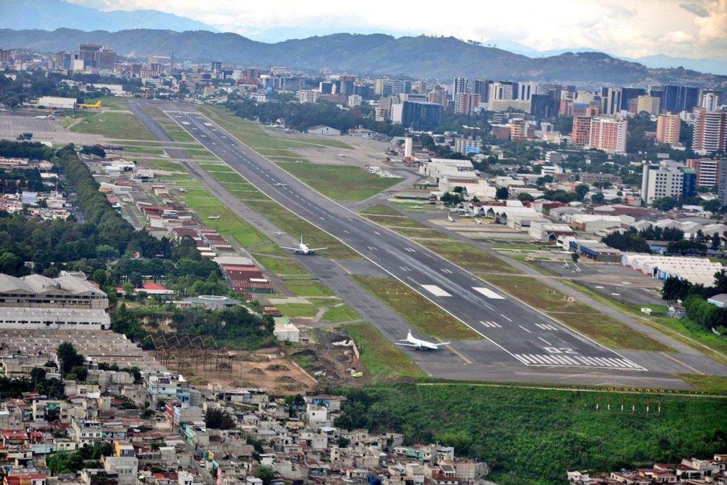 aeropuertolaaurorafotodgac1 2bd670586a62e5477601dc86fdb58920 1200x800 1 1024x683 - Limitación en la Altura de los Edificios en la Ciudad de Guatemala